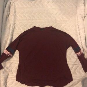 Maroon 3 quarter length top